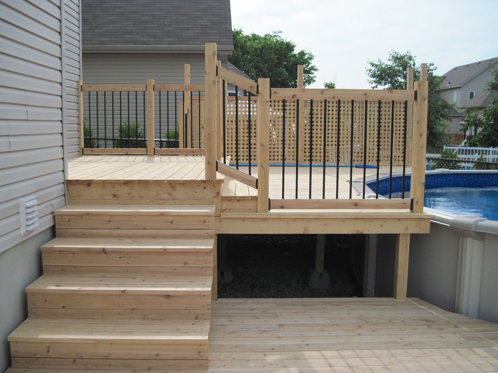 Sunrise paysagiste patio pergola et cl tures de bois for Modele de patio exterieur en bois